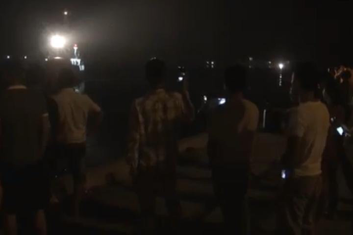Đêm đoàn tụ của 7 thuyền viên sống sót sau vụ chìm tàu