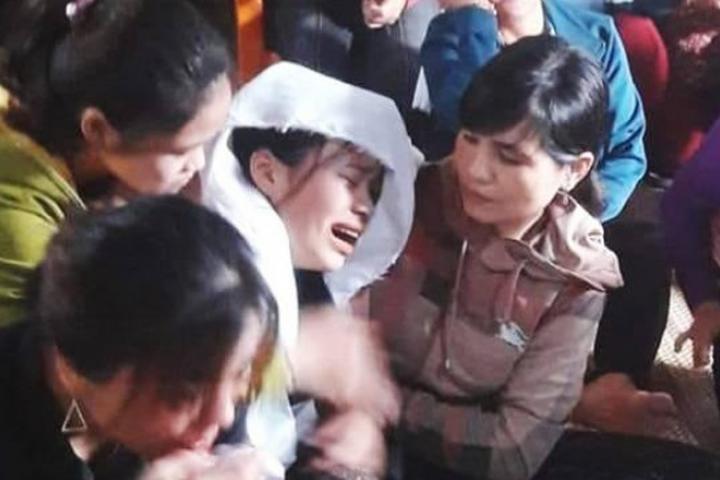 Xót xa nữ sinh 'BỎ THI THPT' về gặp mặt bố LẦN CUỐI