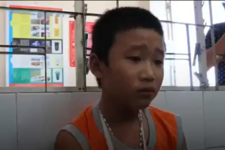 Cậu bé bán vé số thuật lại giây phút bị cướp đánh gãy tay