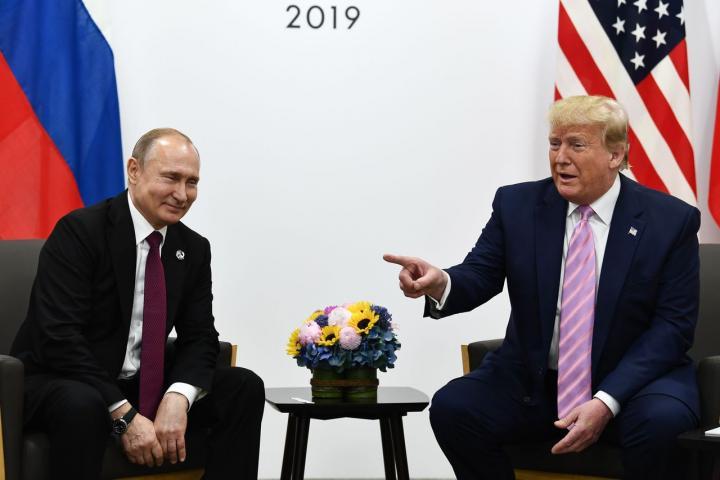 Donald Trump cười bảo Putin: 'Đừng can thiệp vào bầu cử' tại G20