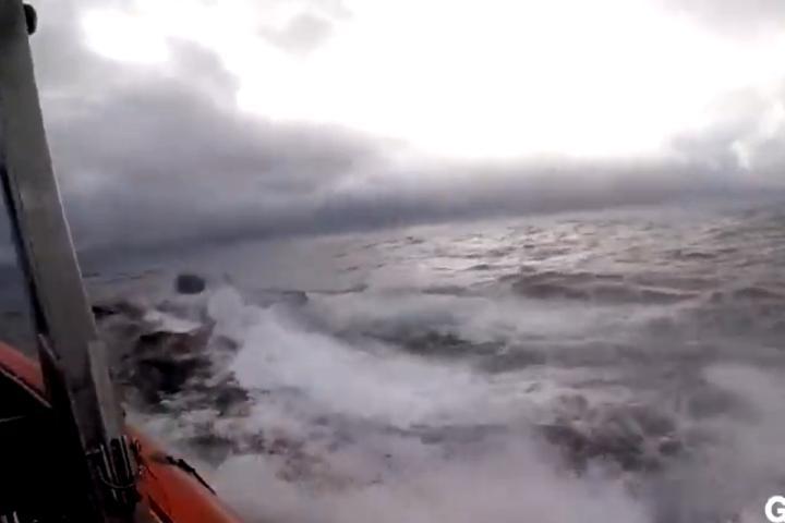 Màn truy bắt nín thở của tuần duyên Mỹ khi chặn tàu ngầm chở 7,7 tấn cocaine